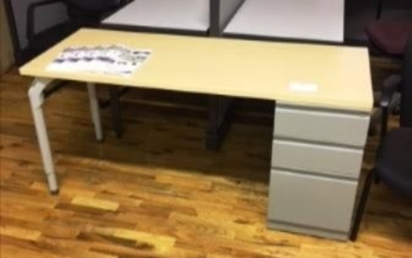 Used Desk Sale 30 Off By Newvo Interiors Llc In Manchester Nh