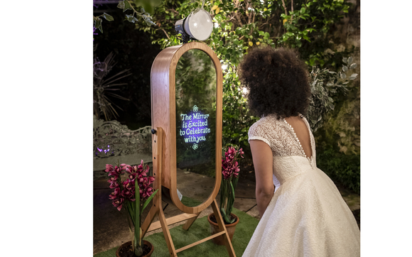 New Retro Mirror Booth by Magic Mirror Photobooth NM in Rio